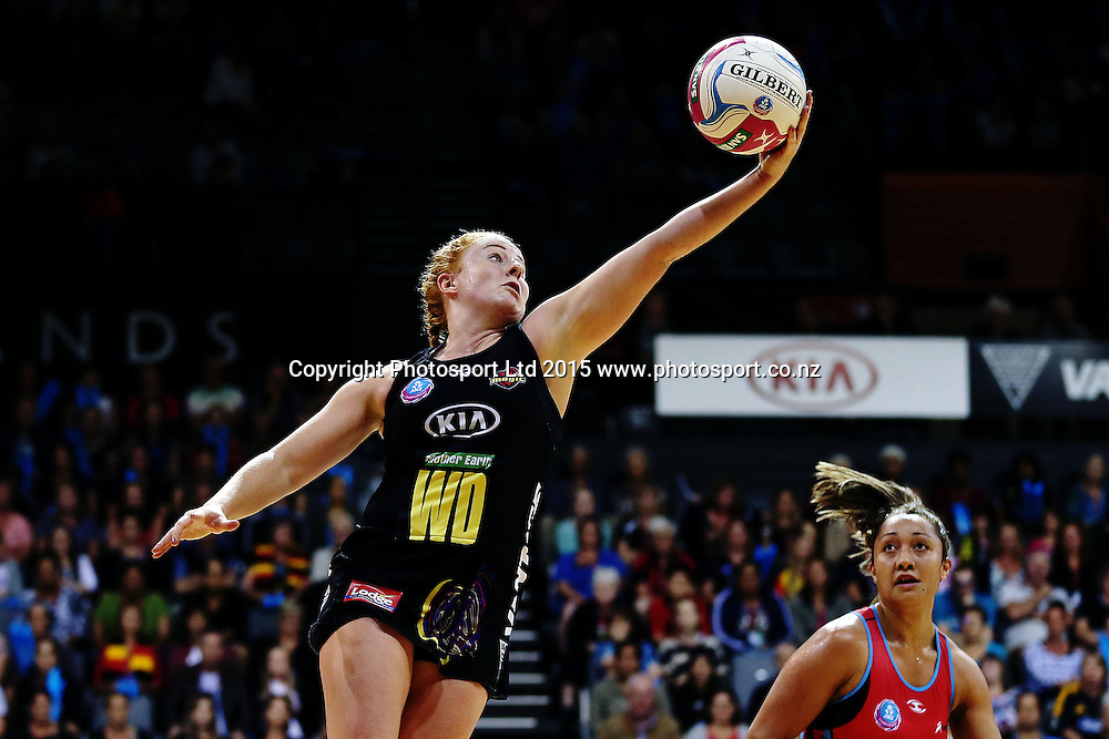 Samantha Sinclair of the Magic in action. 2015 ANZ Championship, Waikato Bay of Plenty Magic v Canterbury Tactix, Claudelands Arena, Hamilton, New Zealand. Photo: Anthony Au-Yeung / www.photosport.co.nz