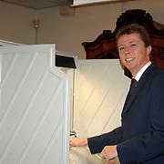 NLD/Huizen/20061122 - Burgemeester van Gils gemeente Huizen gaat stemmen voor de Verkiezingen 2006
