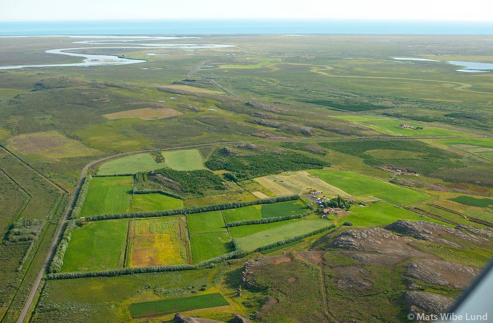 Víðastaðir með Móberg í bakgrunni séð til norðausturs, Fljótsdalshérað áður Hjaltastaðahreppur /  Vidastadir with Moberg in background viewing northeast, Fljotsdalsherad former Hjaltastadahreppur.