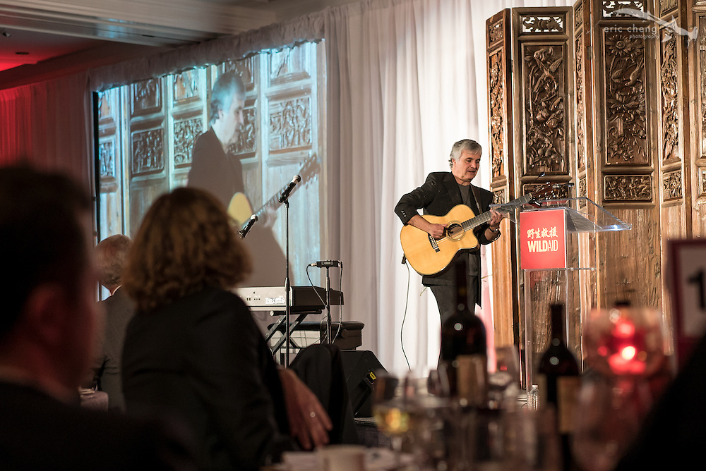 Laurence Juber plays guitar; WildAid Gala, November 15, 2014