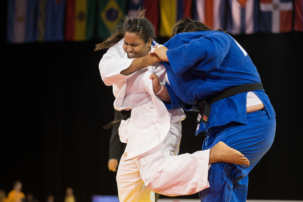 Maria Suelen Altheman (L) of Brazil tries to throw Vanessa Zambotti of Mexico during their women's judo -78kg class final of the table at the 2015 Pan American Games in Toronto, Canada, July 14,  2015.  AFP PHOTO/GEOFF ROBINS