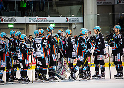 21.02.2020, Keine Sorgen Eisarena, Linz, AUT, EBEL, EHC Liwest Black Wings Linz vs Dornbirn Bulldogs, Zwischenrunde, 7. Qualifikationsrunde, im Bild Linz feiert den Heimsieg über Dornbirn // during the Erste Bank Eishockey League Intermediate round, 7th qualifying round match between EHC Liwest Black Wings Linz and Dornbirn Bulldogs at the Keine Sorgen Eisarena in Linz, Austria on 2020/02/21. EXPA Pictures © 2020, PhotoCredit: EXPA/ Reinhard Eisenbauer