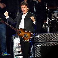 Sir Paul McCartney performs at the Firefly Music Festival in Dover, Delaware June 19, 2015.  According to organizers, attendance exceeded 90,000 for the four day festival, which featured more than 110 acts, and was set in 105 acre grounds of the Dover International Speedway.