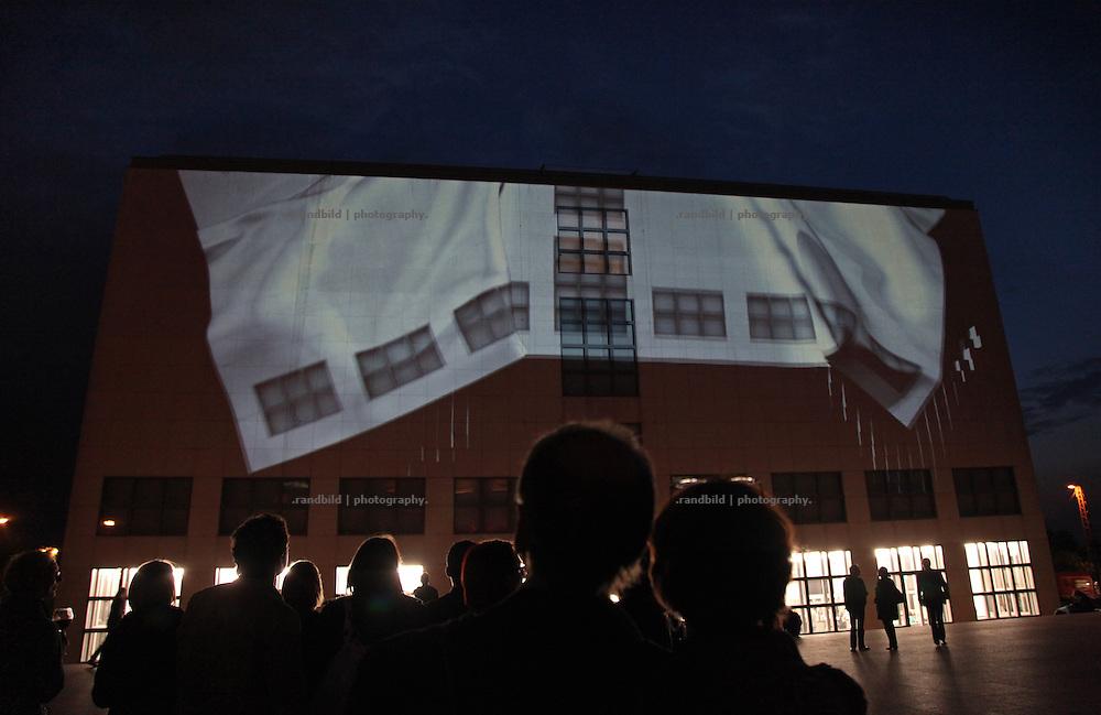 """Die Hamburger Kunsthalle während der """"Langen Nacht der Museen"""" in Hamburg. The art hall during the """"long night of museums"""" in Hamburg."""