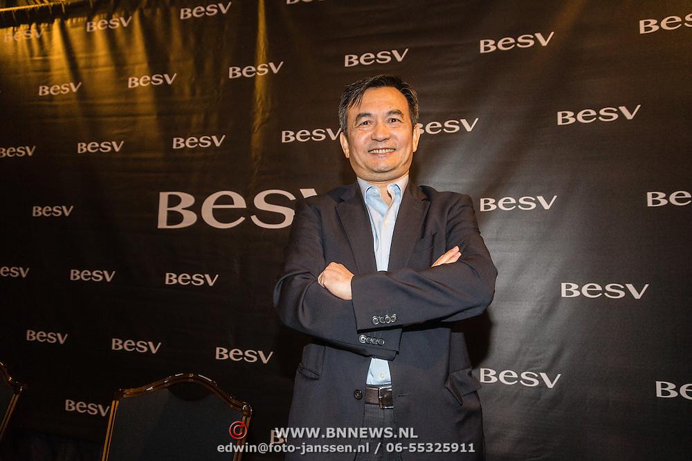 NLD/Amsterdam/20160614 - Contract ondertekening Besv e-bikes en Estavana Polman, voorzitter Andy Su