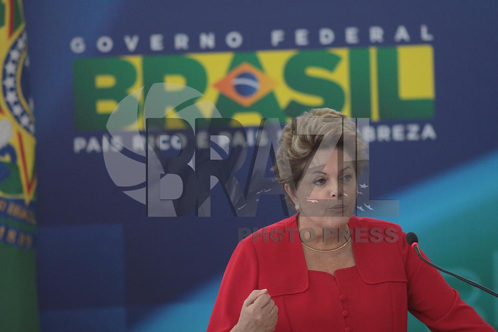 BRASÍLIA, DF 09, DE MAIO DE 2013 - CERIMÔNIA DE POSSE GUILHERME AFIF DOMINGOS - A presidenta Dilma durante cerimonia de posse ao ministro Guilherme Afif Domingos para Secretaria de Micro e Pequena Empresa, na manha desta quinta-feira (09), na cidade de Brasília. FOTO. RONALDO BRANDÃO / BRAZIL PHOTO PRESS
