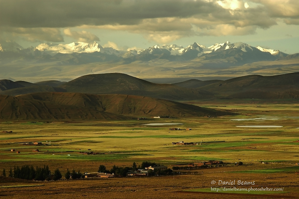 Mountain landscape between Tihuanacu and La Paz, Bolivia