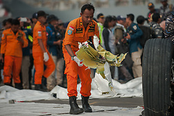 November 3, 2018 - Jakarta, Indonesia - Rescue workers lowered parts by the plane crash Lion Air JT 610 aircraft on Saturday 3 November 2018 at Tanjung Priok Port, Jakarta, Indonesia. (Credit Image: © Muhammad Fauzy/NurPhoto via ZUMA Press)