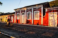 Motocicleta passando em frente a casa colonial no Ribeirão da Ilha. Florianópolis, Santa Catarina, Brasil. / Motorcycle passing by a colonial house in Ribeirao da Ilha. Florianopolis, Santa Catarina, Brazil.