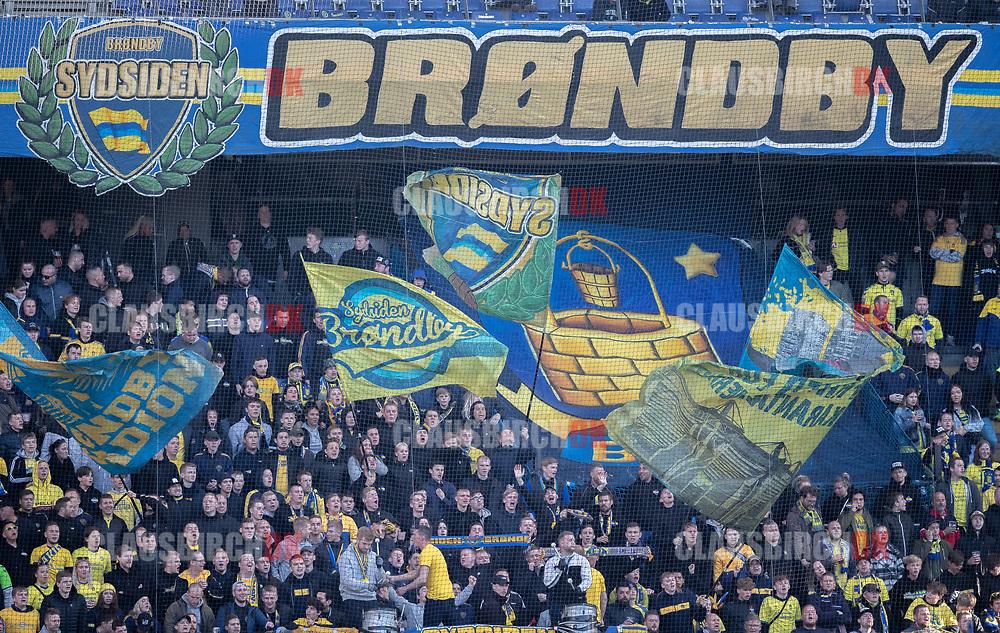 FODBOLD: Brøndby-fans under kampen i Superligaen mellem Brøndby IF og FC Nordsjælland den 13. maj 2019 på Brøndby Stadion. Foto: Claus Birch.