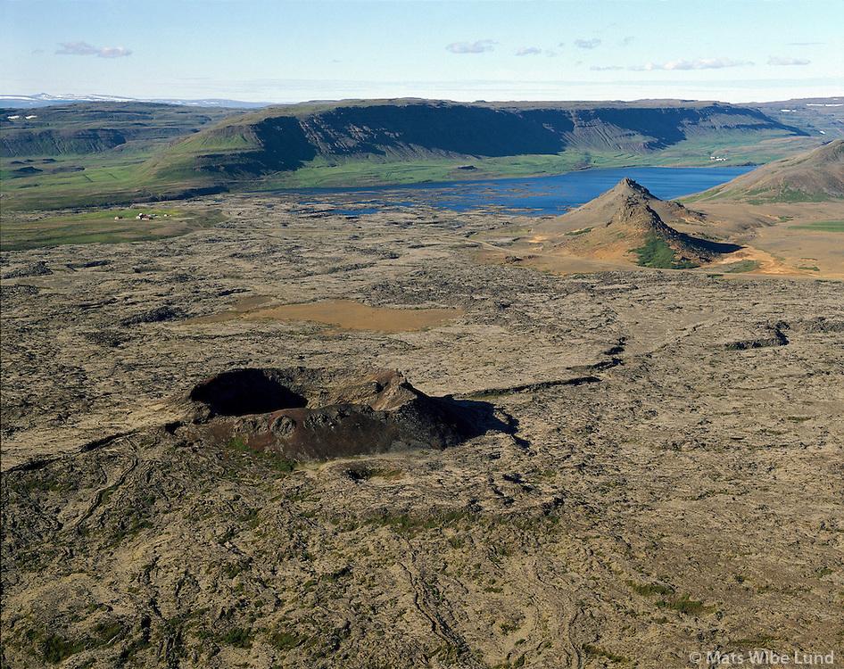 Gullborg séð til norðurs, Hlíðarvatn i bakgrunni, Borgarbyggð áður Kolbeinsstaðahreppur. loftmynd  /  .Gullborg crater, Hlidarvatn lake,  Borgarbyggd former Kolbeinsstadahreppur