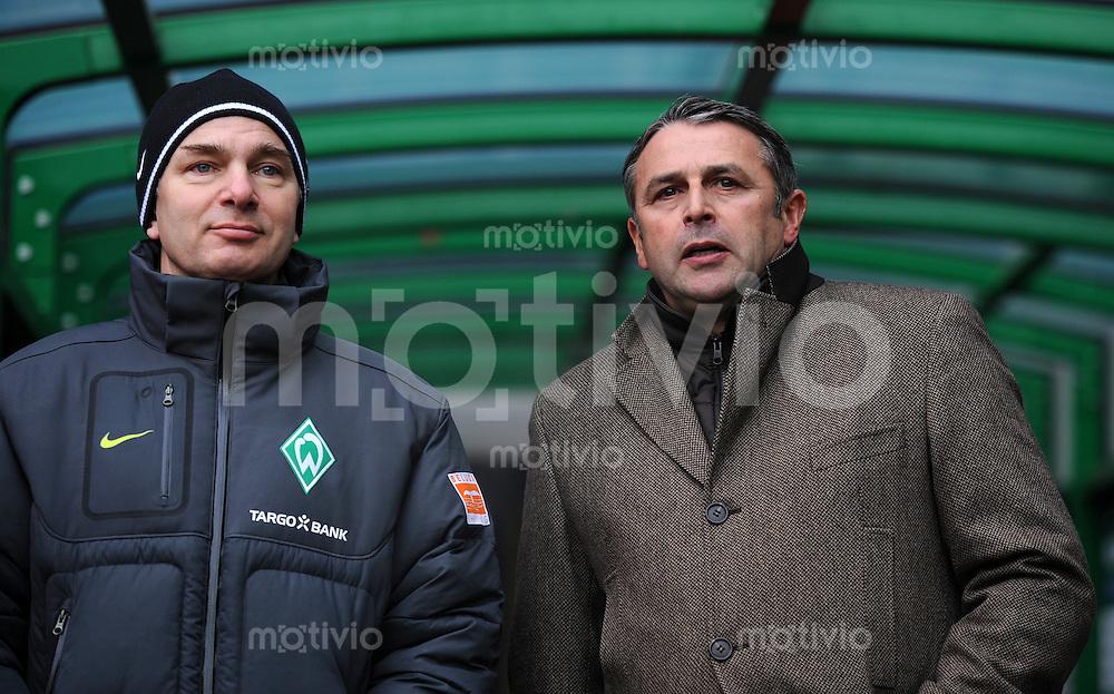 FUSSBALL   1. BUNDESLIGA   SAISON 2010/2010   20. Spieltag SV Werder Bremen - FC Bayern Muenchen              28.01.2011 Manager Klaus ALLOFS (re, Bremen) und Manschaftsarzt Goetz DIMANSKI (li, Bremen)