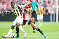 ROTTERDAM - Feyenoord - Vitesse , Voetbal , Seizoen 2015/2016 , Eredivisie , De Kuip , 23-08-2015 , Speler van Feyenoord Karim El Ahmadi (r) in duel met Vitesse speler Marvelous Nakamba (l)