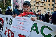Roma 29 Novembre 2013<br /> Manifestazione  dei  Movimenti per il diritto all'abitare che manifestano per la strade della Garbatella fino alla Regione Lazio per chiedere misure per far fronte all'emergenza abitativa a Roma.