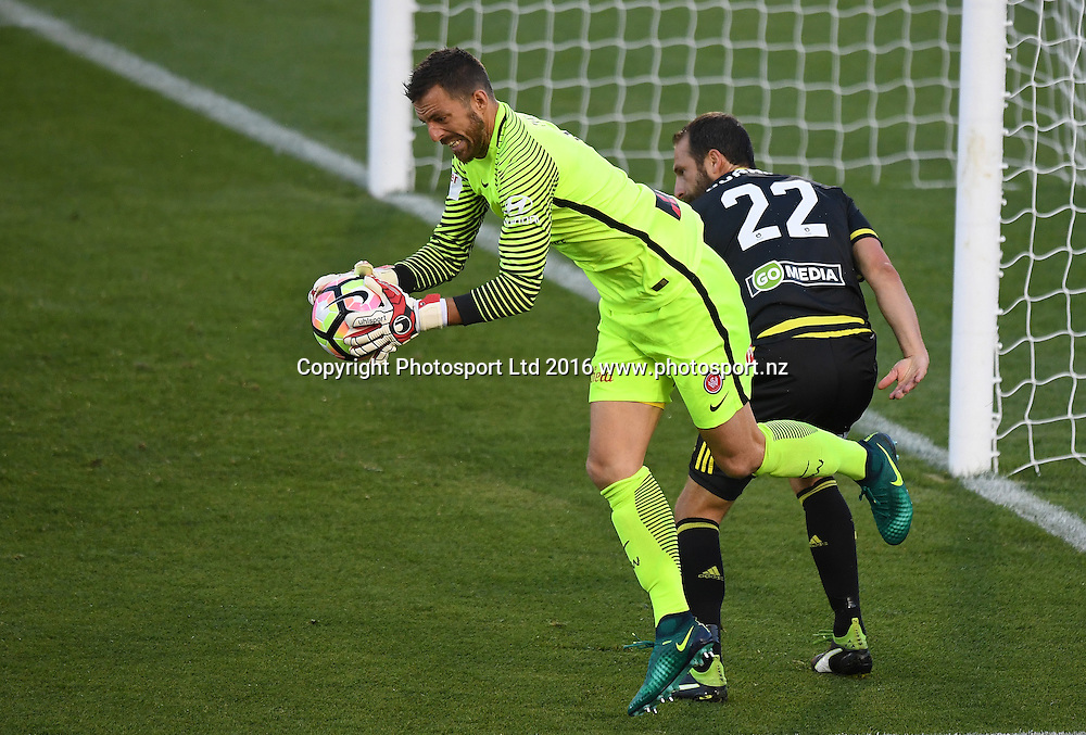 Western Sydney Wanderers keeper Jerrad Tyson and Andrew Durante.<br /> Wellington Phoenix v Western Sydney Wanderers. A-League Football. Mt Smart Stadium, Auckland, New Zealand. Saturday 17 December 2016 &copy; Copyright image: Andrew Cornaga / www.photosport.nz