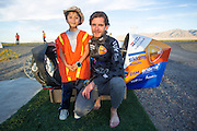 Jan Bos met Diego. In Battle Mountain (Nevada) wordt ieder jaar de World Human Powered Speed Challenge gehouden. Tijdens deze wedstrijd wordt geprobeerd zo hard mogelijk te fietsen op pure menskracht. Het huidige record staat sinds 2015 op naam van de Canadees Todd Reichert die 139,45 km/h reed. De deelnemers bestaan zowel uit teams van universiteiten als uit hobbyisten. Met de gestroomlijnde fietsen willen ze laten zien wat mogelijk is met menskracht. De speciale ligfietsen kunnen gezien worden als de Formule 1 van het fietsen. De kennis die wordt opgedaan wordt ook gebruikt om duurzaam vervoer verder te ontwikkelen.<br /> <br /> In Battle Mountain (Nevada) each year the World Human Powered Speed ​​Challenge is held. During this race they try to ride on pure manpower as hard as possible. Since 2015 the Canadian Todd Reichert is record holder with a speed of 136,45 km/h. The participants consist of both teams from universities and from hobbyists. With the sleek bikes they want to show what is possible with human power. The special recumbent bicycles can be seen as the Formula 1 of the bicycle. The knowledge gained is also used to develop sustainable transport.