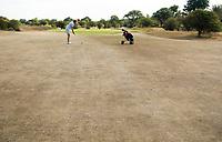 ZANDVOORT  - bruine droge fairways  van de Kennemer G &CC,  hole A1, omdat de fairways niet gesproeid worden.  COPYRIGHT  KOEN SUYK