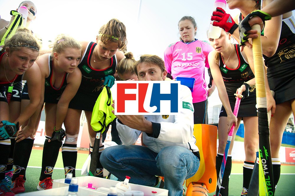AUCKLAND - Sentinel Hockey World League final women<br /> Match id: 10303<br /> 13 GER v KOR (QF) 3-3<br /> Korea in to semi after shoot out.<br /> Foto:  Xavier RECKINGER Head Coach coaching in the break of the quart.<br /> WORLDSPORTPICS COPYRIGHT FRANK UIJLENBROEK