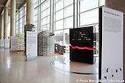 Exposition « Architectures en vers ». cinq installations architecturales d'inspiration poétique, créées et assemblées par des collectifs d'architectes et de verriers célèbres ou émergents. Collectifs : Atelier Pierre Thibault; Éric Pelletier, architecte; Suzanne Bergeron, architecte; Collectif C-M-R; Menkès Shooner Dagenais LeTourneux, architectes. -  La Grande Bibliothèque  / Montreal / Canada / 2010-05-25, © Photo Marc Gibert/ adecom.ca