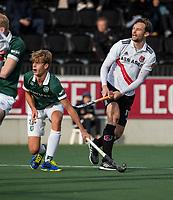 AMSTELVEEN - Mirco Pruyser (Adam) haalt uit, met links Justen Blok (Rdam)   tijdens de hoofdklasse hockeywedstrijd Amsterdam-HC Rotterdam (7-1).    COPYRIGHT KOEN SUYK