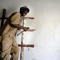 Burundi, November 28, 2005 -  Burundian build the wall of a new house in Kinama working-class district ( Jean-Michel Clajot / Aurora Photos )
