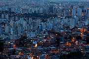 Belo Horizonte_MG, Brasil...Comunidade Alto Santa Lucia ou Morro do Papagaio em Belo Horizonte, ao fundo bairros da regiao centro-sul da capital de Minas Gerais...Alto Santa Lucia community or Morro do Papagaio in Belo Horizonte, in the background there are neighborhood of south part in the capital of Minas Gerais...Foto: BRUNO MAGALHAES / NITRO