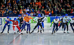10-12-2016 NED: ISU World Cup Speed Skating, Heerenveen<br /> Massasprint mannen met oa. Jorrit Bergsma #4, Evert  Hoolwerf #10