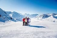 LECH – Koning Willem Alexander en koningin Maxima en prinses Amalia Ariane en Alexia tijdens de jaarlijkse fotosessie in Lech . copyright robin utrecht