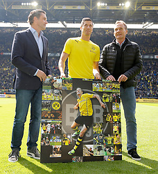 03.05.2014, Signal Iduna Park, Dortmund, GER, 1. FBL, Borussia Dortmund vs TSG 1899 Hoffenheim, 33. Runde, im Bild vl: Sportdirektor Michael Zorc (Borussia Dortmund), Robert Lewandowski (Borussia Dortmund #9) und Geschaetsfuehrer Hans-Joachim Watzke (Borussia Dortmund) // during the German Bundesliga 33th round match between Borussia Dortmund and TSG 1899 Hoffenheim at the Signal Iduna Park in Dortmund, Germany on 2014/05/03. EXPA Pictures © 2014, PhotoCredit: EXPA/ Eibner-Pressefoto/ Schueler<br /> <br /> *****ATTENTION - OUT of GER*****