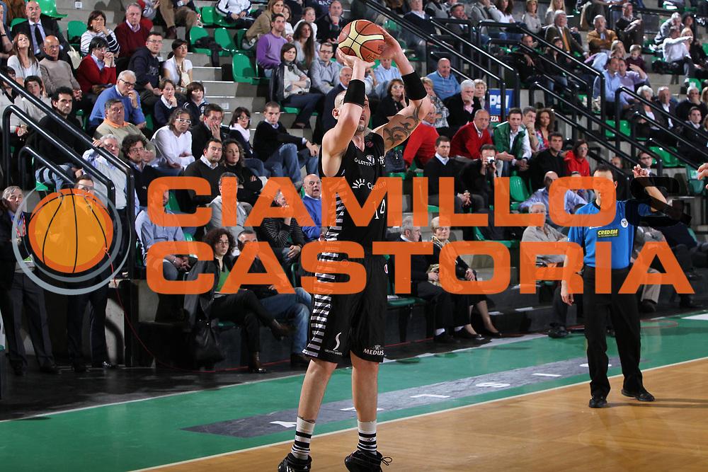 DESCRIZIONE : Treviso Lega A 2009-10 Basket Benetton Treviso Canadian Solar Bologna<br /> GIOCATORE : Michele Maggioli<br /> SQUADRA : Benetton Treviso<br /> EVENTO : Campionato Lega A 2009-2010<br /> GARA : Benetton Treviso Canadian Solar Bologna<br /> DATA : 17/04/2010<br /> CATEGORIA : Tiro<br /> SPORT : Pallacanestro<br /> AUTORE : Agenzia Ciamillo-Castoria/G.Contessa<br /> Galleria : Lega Basket A 2009-2010 <br /> Fotonotizia : Treviso Campionato Italiano Lega A 2009-2010 Benetton Treviso Canadian Solar Bologna<br /> Predefinita :