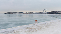 © Licensed to London News Pictures. 21/12/2016. Chicago, USA. After several days of extremely low temperatures, a frozen Lake Michigan, off Lake Shore Drive in Chicago, is seen on the day of the winter solstice. Photo credit : Stephen Chung/LNP