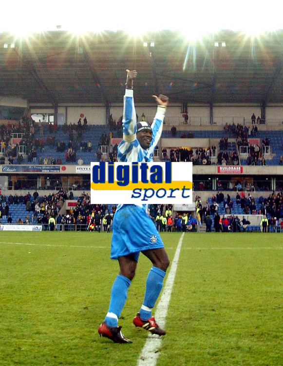Photo: Scott Heavey.<br />Oxford United v Huddersfeild Town. Nationide Division Three. 06/03/2004.<br />Efe Sodje applauds the travelling Huddersfield fans