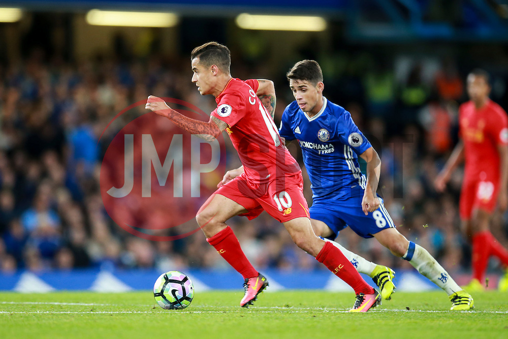 Philippe Coutinho of Liverpool under pressure from Oscar of Chelsea - Mandatory by-line: Jason Brown/JMP - 16/09/2016 - FOOTBALL - Stamford Bridge - London, England - Chelsea v Liverpool - Premier League