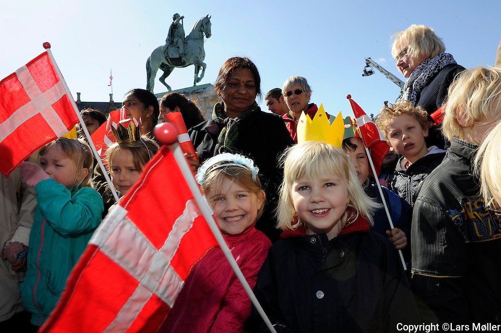 DK:<br /> 20100416, K&oslash;benhavn, Danmark.<br /> Dronning Margrethe fejres p&aring; sin 70 &aring;rs f&oslash;dselsdag. Matilde and Matilde from Rosalie Kindergarden<br /> Foto: Lars M&oslash;ller<br /> UK: <br /> 20100416, Copenhagen, Danmark.<br /> Queen Margrethe of Denmark is being celebrated at Amalienborg Castle on her 70th birthday. Matilde and Matilde from Rosalie Kindergarden<br /> Photo: Lars Moeller