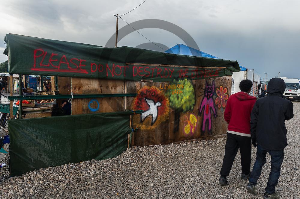 Calais, Frankreich - 16.10.2016<br /> &quot;please do not destroy the Jungle&quot; wurde im Dschungel von Calais auf eine Huette gesprueht. Das Fluechtlingscamp an der Kueste zum Aermelkanal soll laut franz&ouml;sischer Regierung in den n&auml;chsten Tagen geraeumt werden. In dem Camp leben um die 1000 Fluechtlinge und warten auf die Moeglichkeit zur Weiterreise durch den Eurotunnel nach Gro&szlig;britannien. Photo: Foto: Markus Heine / heineimaging<br /> <br /> Calais, France - 2016/10/16<br /> &quot;please do not destroy the Jungle&quot; was sprayed on a hut in the Calais Jungle. The refugee camp on the coast to the English Channel is to be cleared in the next few days, according to the French government. In the camp live around the 1000 refugees and wait for the possibility to travel further through the Eurotunnel to the UK. Photo: Foto: Markus Heine / heineimaging<br /> <br /> ------------------------------<br /> <br /> Ver&ouml;ffentlichung nur mit Fotografennennung, sowie gegen Honorar und Belegexemplar.<br /> <br /> Bankverbindung:<br /> IBAN: DE65660908000004437497<br /> BIC CODE: GENODE61BBB<br /> Badische Beamten Bank Karlsruhe<br /> <br /> USt-IdNr: DE291853306<br /> <br /> Please note:<br /> All rights reserved! Don't publish without copyright!<br /> <br /> Stand: 10.2016<br /> <br /> ------------------------------