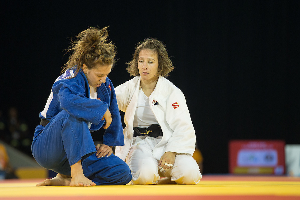 Gold medalist Marti Malloy of the United States consoles Catherine Beauchemin-Pinard of Canada after defeating her in the gold medal contest in the women's judo 57kg class at the 2015 Pan American Games in Toronto, Canada, July 12,  2015.   AFP PHOTO/GEOFF ROBINS