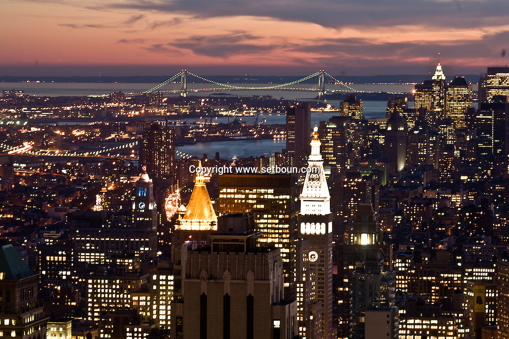 New York. elevated view. Panoramic view on south Mahattan skyline, in the far distance Brooklyn and Verazzano bridge.  New York, Manhattan - United states /  panorama sur les buildings du sud de Mahattan au loin le Brooklyn et le pont de Verazzano   Manhattan, New York - Etats unis