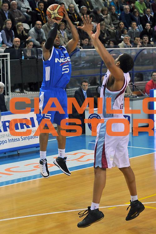 DESCRIZIONE : Rieti Lega A 2008-09 Solsonica Rieti NGC Cantu<br /> GIOCATORE : Sundiata Gaines<br /> SQUADRA : NGC Cantu<br /> EVENTO : Campionato Lega A 2008-2009 <br /> GARA : Solsonica Rieti NGC Cantu<br /> DATA : 19/04/2009<br /> CATEGORIA : Tiro<br /> SPORT : Pallacanestro <br /> AUTORE : Agenzia Ciamillo-Castoria/E.Grillotti