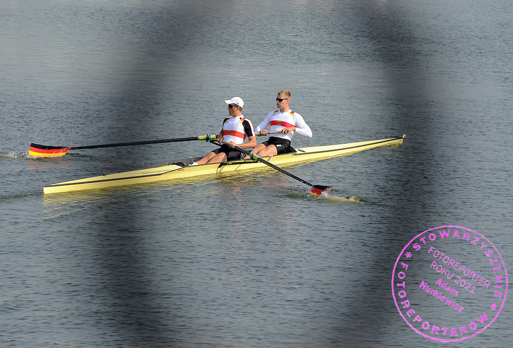 (L) MAXIMILIAN REINELT AND (R) HANNES HEPPNER (BOTH GERMANY) FROM THE MEN'S PAIR DURING TREINING SESSION ONE DAY BEFORE REGATTA EUROPEAN ROWING CHAMPIONSHIPS IN BREST, BELARUS...BREST , BELARUS , SEPTEMBER 17, 2009..( PHOTO BY ADAM NURKIEWICZ / MEDIASPORT )..PICTURE ALSO AVAIBLE IN RAW OR TIFF FORMAT ON SPECIAL REQUEST.