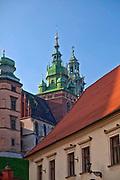 Widok na katedrę wawelską z ulicy Kanoniczej w Krakowie, Polska<br /> View of Wawel Cathedral from Kanonicza Street, Poland