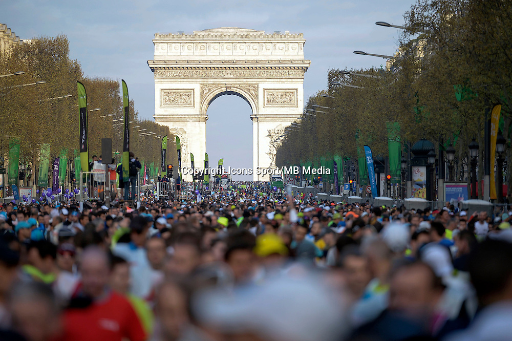 Illustration foule / Arc de Triomphe  - 12.04.2015 - Marathon de Paris 2015<br />Photo :  Andre Ferreira  / Icon Sport