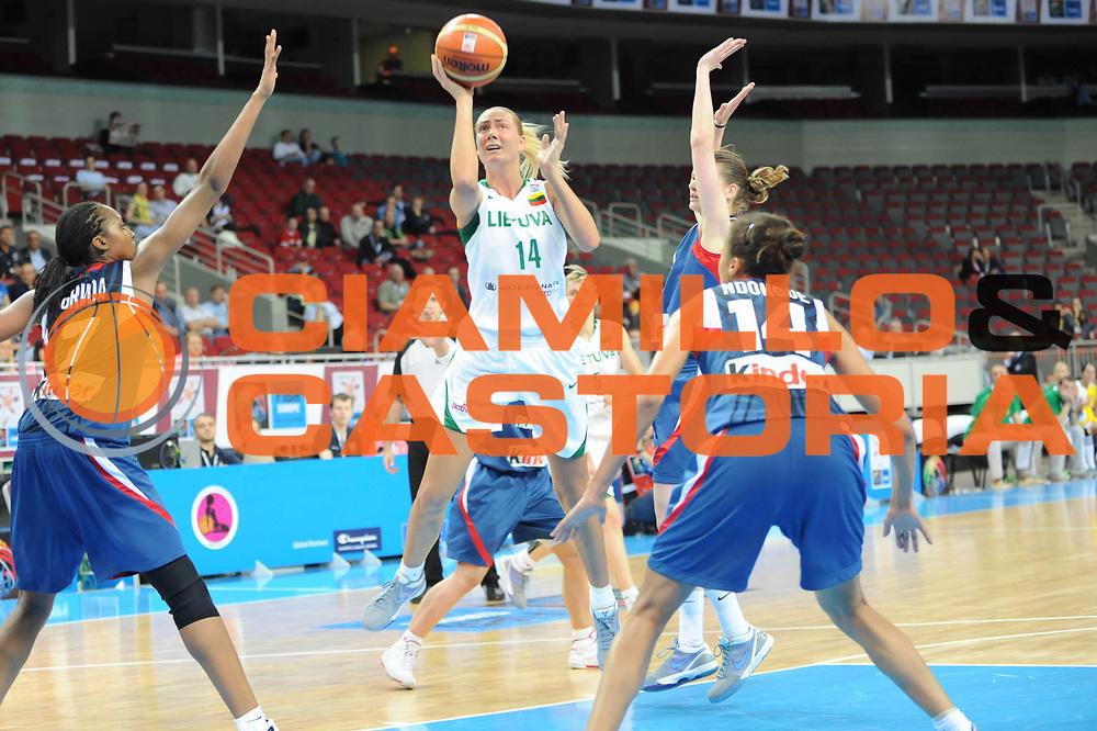 DESCRIZIONE : Riga Latvia Lettonia Eurobasket Women 2009 Qualifying Round Lituania Francia Lithuania France<br /> GIOCATORE : Egle Stakneviciene<br /> SQUADRA : Lituania Lithuania<br /> EVENTO : Eurobasket Women 2009 Campionati Europei Donne 2009 <br /> GARA : Lituania Francia Lithuania France<br /> DATA : 12/06/2009 <br /> CATEGORIA : super tiro<br /> SPORT : Pallacanestro <br /> AUTORE : Agenzia Ciamillo-Castoria/M.Marchi