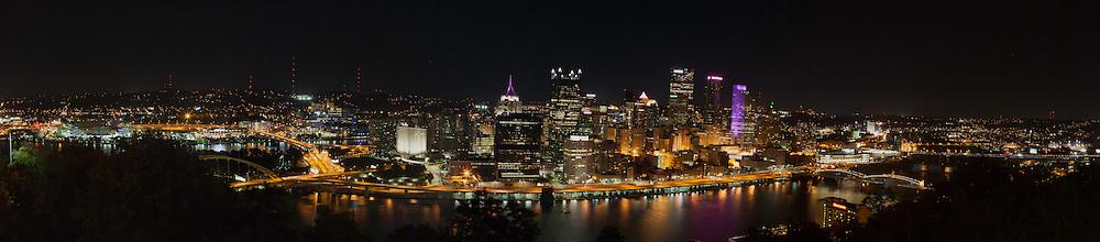 Panoramic photograph of Pittsburg, PA