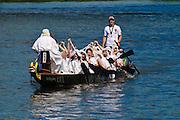 Drachenboot auf der Elbe, Loschwitz, Dresden, Sachsen, Deutschland.|.dragon boat on Elbe, Blasewitz, Loschwitz,  Dresden, Germany