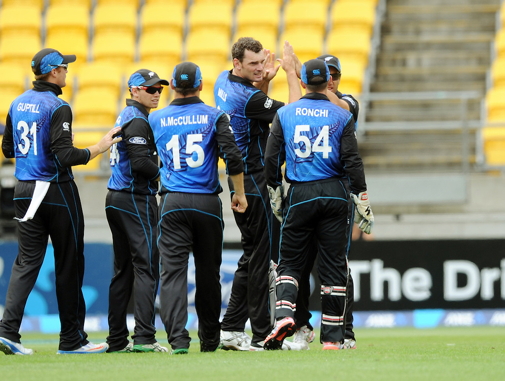New Zealand's Kyle Mills, centre, celebrates as Pakistan's Younis Khan departs lbw for 9  in the 1st One Day International cricket match at Westpac Stadium, New Zealand, Sunday, January 31, 2015. Credit:SNPA / Ross Setford