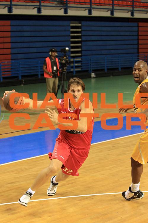 DESCRIZIONE : Nicosia Eurocup 2009-10 Qualifying Round Apoel Nicosia Banca Tercas Teramo<br /> GIOCATORE : Goran Jurak<br /> SQUADRA : Banca Tercas Teramo<br /> EVENTO : Eurocup 2009 - 2010<br /> GARA : Apoel Nicosia Banca Tercas Teramo<br /> DATA : 20/10/2009<br /> CATEGORIA : palleggio<br /> SPORT : Pallacanestro<br /> AUTORE : Agenzia Ciamillo-Castoria/M.Carrelli<br /> Galleria : Eurocup 2009<br /> Fotonotizia : Nicosia Eurocup 2009-10 Regular Season Apoel Nicosia Banca Tercas Teramo<br /> Predefinita :