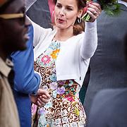 NLD/Dordrecht/20150427 - Koningsdag 2015 in Dordrecht, Anita van Eijk dansend