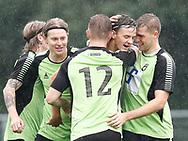 FODBOLD: Målscorer Julius Lip (Taastrup FC) jubler med holdkammeraterne efter scoringen til 1-0 under kampen i Danmarksserien mellem Taastrup FC og Fredensborg BI den 9. september 2017 i Taastrup Idrætspark. Foto: Claus Birch