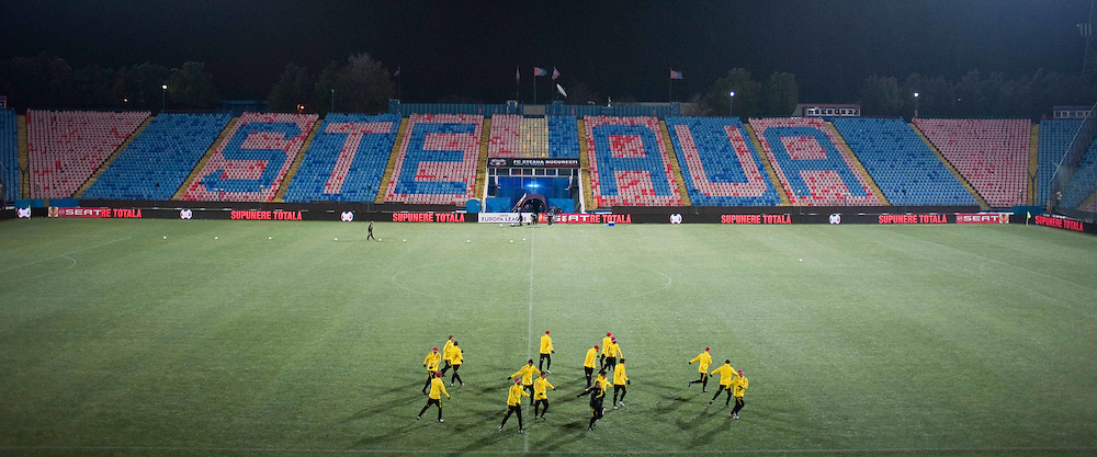 01.12.2010, Stadionul Steaua, Bucharest, ROM, UEFA Europa League, FC Steaua Bucuresti v Liverpool FC, training Liverpool, im BildLiverpool players training at the Stadionul Steaua ahead of the UEFA Europa League Group K match against FC Steaua Bucuresti. EXPA Pictures © 2010, PhotoCredit: EXPA/ Propaganda/ David Rawcliffe +++++ ATTENTION - OUT OF ENGLAND/UK +++++