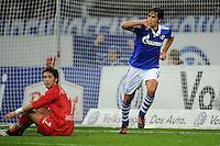 FUSSBALL   1. BUNDESLIGA   SAISON 2011/2012    15. SPIELTAG FC Schalke 04 - FC Augsburg            04.12.2011 RAUL (Schalke) jubelt nach dem Tor zum 3:1. Hajime HOSOGAI (li, Augsburg) ist enttaeuscht